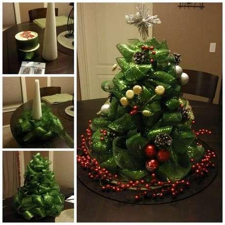 23. Tutorial de como fazer árvore de natal artesanal com fita verde. Foto de Wonderful DIY