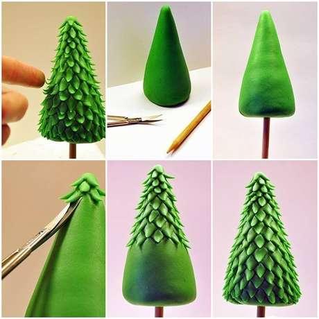 24. Mini árvore de natal artesanal feita com massinha verde. Foto de Lepka