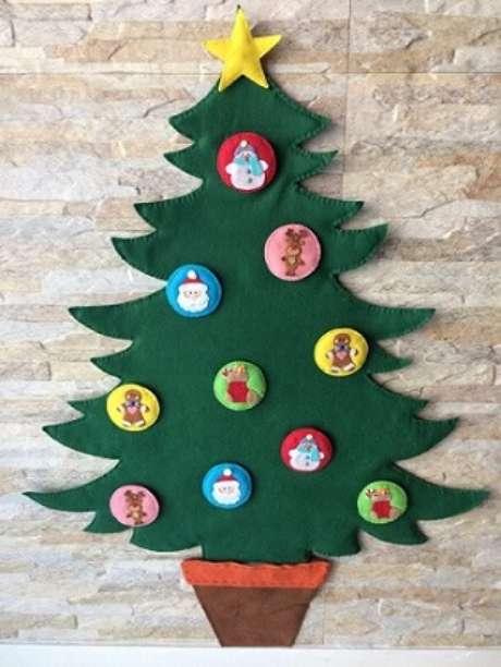 73. Árvore de natal artesanal de feltro. Foto de Rosa Prendada