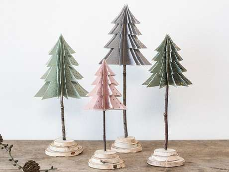 76. Árvores de natal diferentes feitas de papel. Foto de Søstrene Grene