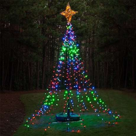 30. Enfeites para árvore de natal podem se tornar a própria árvore. Foto de I Think Differently