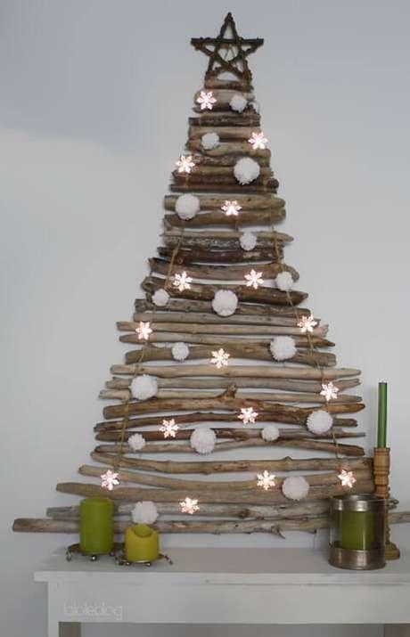 45. Árvore artesanal feita com galhos. Foto de Bored Panda
