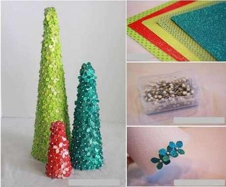 20. Árvores de natal feitas com lantejoulas em formato de flores. Foto de So Creative Things