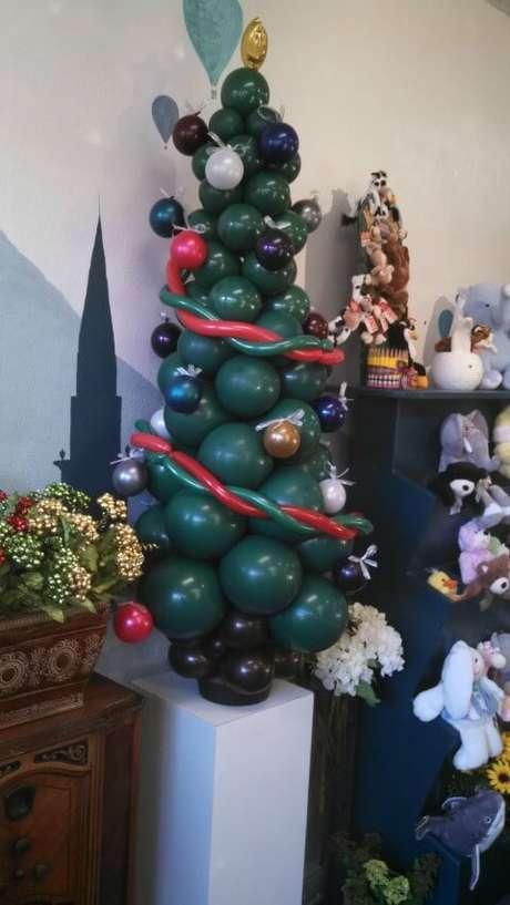 36. Árvore feita de balões. Foto de Mashable