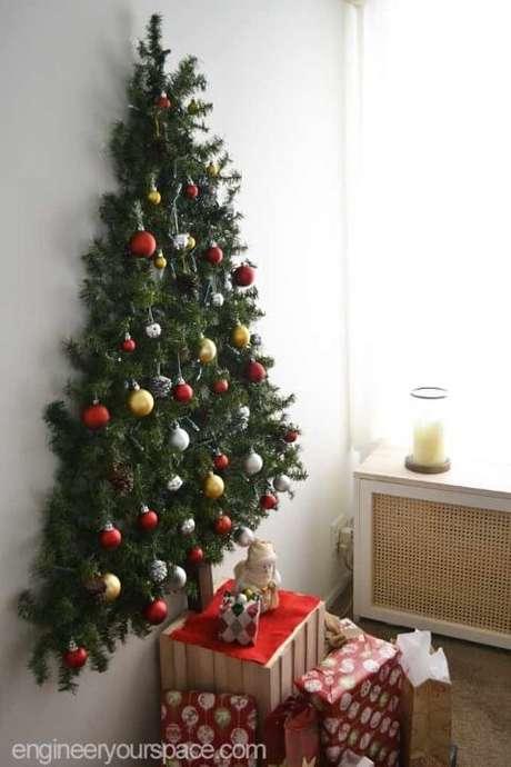 6. Você pode também usar a parede para fazer sua árvore. Foto de Engineer Your Space