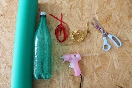 10. Materiais para fazer a sua árvore de natal artesanal de garrafa PET