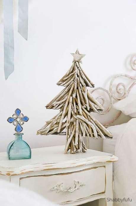 74. Mini árvore de natal artesanal feita com galhos. Foto de Shabbyfufu