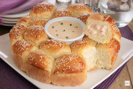 Pão bolinha recheado com lombo e Catupiry®