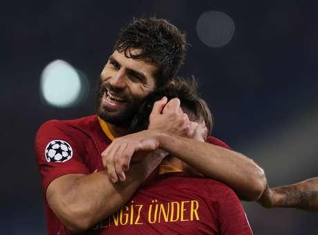 Under e Fazio comemoram gol da Roma