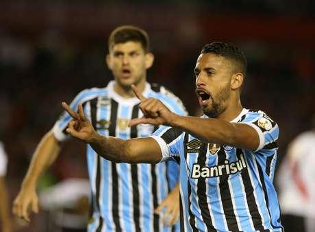 Michel comemora o gol do Grêmio que deu vantagem na semifinal
