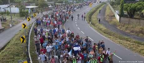 Milhares de migrantes se juntaram a caravana rumo à fronteira do México com os EUA
