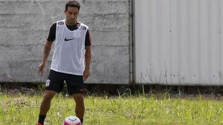 Jadson deixou o treino desta quarta-feira após sentir um desconforto (Foto: Marco Galvão/Fotoarena/Lancepress!)