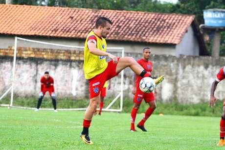 Nando Carandina espera sair de situação delicada no Brasileiro (Foto: Divulgação)