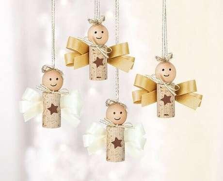 51- No artesanato de natal você pode utilizar rolhas de vinho para fazer esses lindos anjinhos. Fonte: Casa e Festa