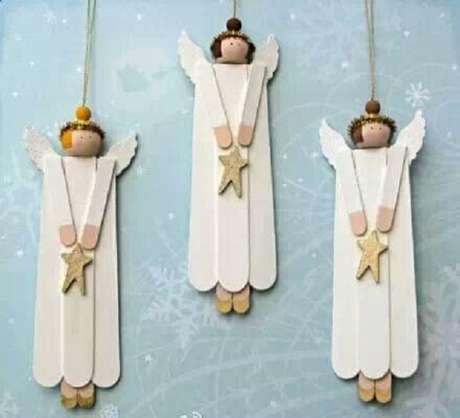 25- Enfeites de anjos feitos artesanalmente com palitos de sorvete