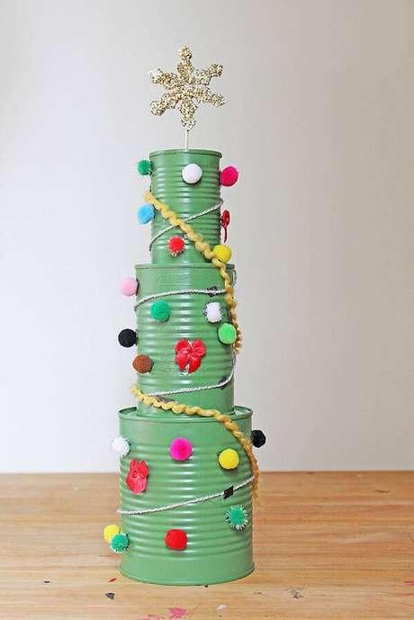 44- Artesanato de Natal feito com latas de Alumínio