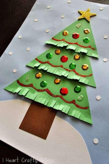 40- Árvore artesanal de papel pode ser um cartão lindo para um ente querido