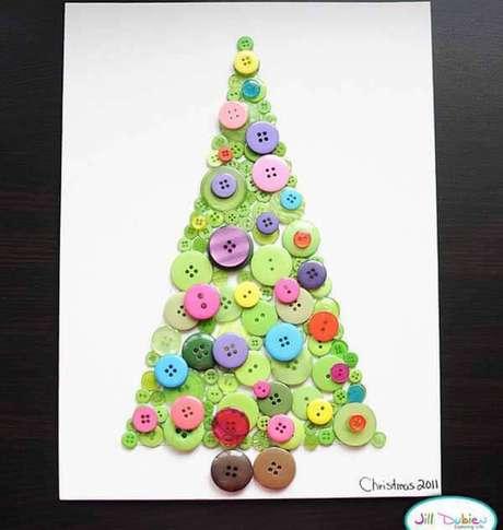 47- Cartão de Natal feito com botões coloridos