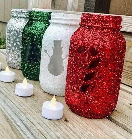 20- Pote enfeitado com glitter pode ser um perfeito porta velas