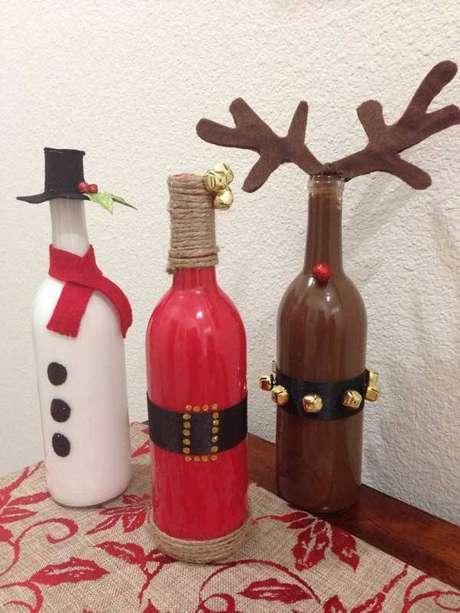 19- As garrafas de vidro também podem ser reutilizadas como decoração natalina artesanal