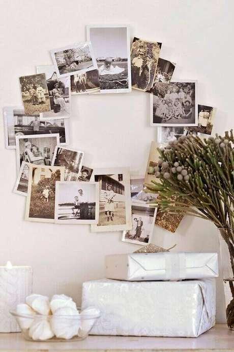 69- Guirlanda como mural de fotos é uma ideia criativa para artesanato de natal. Fonte: Pinterest
