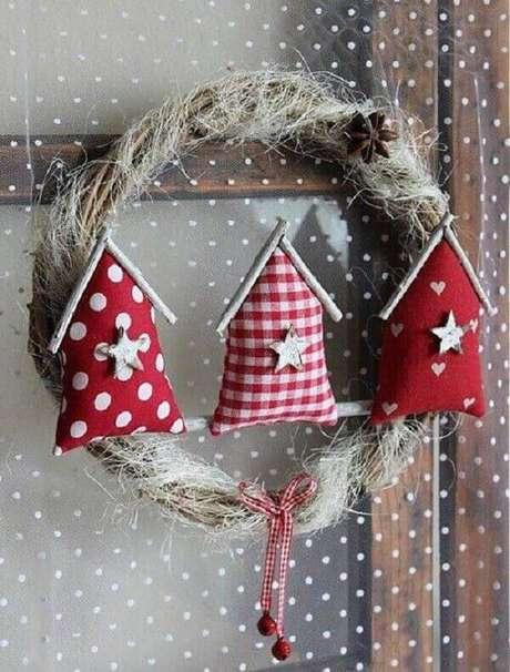 70- Com o artesanato de natal é possível elaborar vários enfeites para decorar a sua casa. Fonte: Artesanato Passo a Passo Já