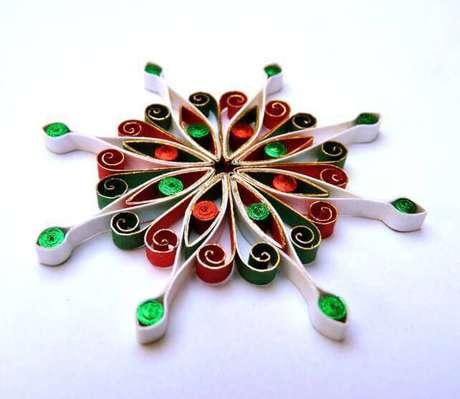12-Pequenos pedaços de papel podem virar um artesanato natalino lindo