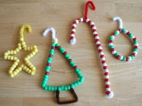2- Artesanato de Natal feito com miçangas é muito fofo para enfeitar sua casa