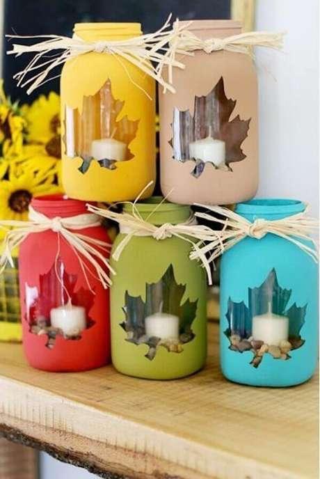 74- Artesanato de natal com potinhos de vidro para colocar velas. Fonte: Casa e Festa