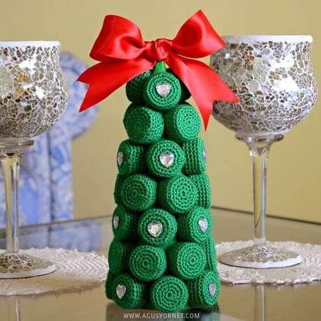26. As tampinhas da garrafa PET também podem ser usadas para fazer a árvore de natal. Foto de Agus Yornet