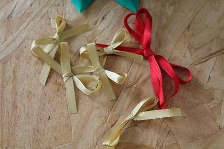 12. O cetim dourado e o vermelho é perfeito para o natal