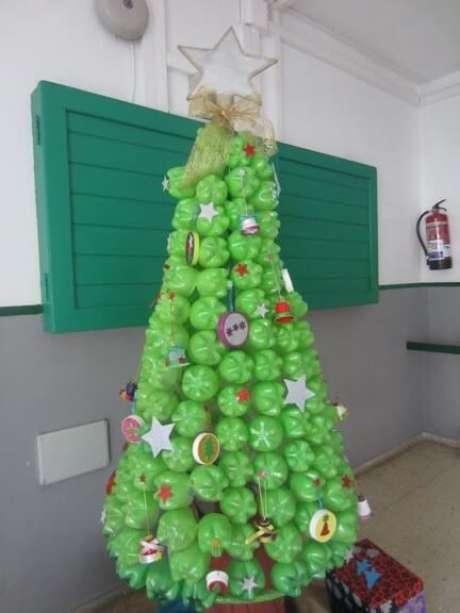 30. A base da garrafa PET é ótima para fazer árvores de natal. Foto de Cabildo de Lanzarote