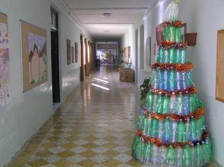 42. Árvore de natal de garrafa PET verde e azul. Foto de Ghajnsielem Primary School