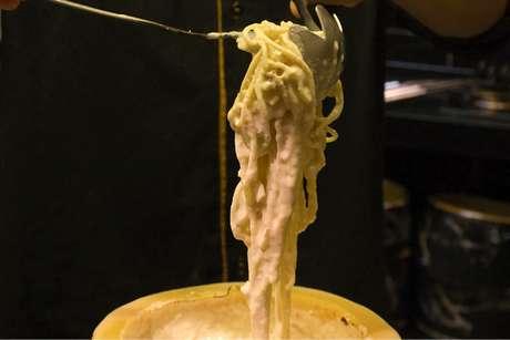 Macarrão no queijo parmesão