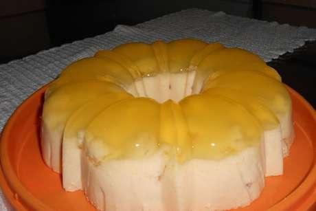 Mousse de abacaxi com a fruta