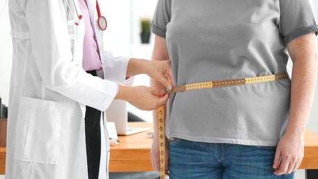 Com dietas pobres em nutrientes e ricos em calorias, cresce a obesidade aliada à subnutrição