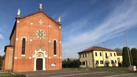 Igreja e paróquia de Anguillara; família de deputado veio do Norte da Itália