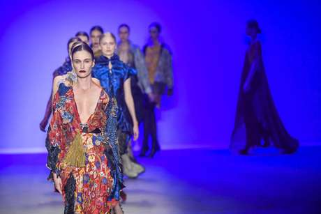 Modelos apresentam criações de Lino Villaventura na São Paulo Fashion Week