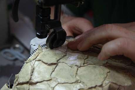 A utilização do couro do pirarucu é uma das iniciativas sustentáveis da Osklen