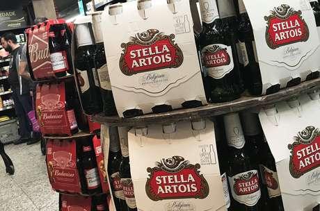 Marcas de cerveja da Ambev em supermercado de São Paulo 25/06/2018 REUTERS/Nacho Doce