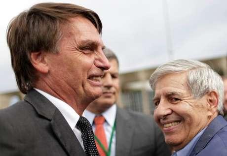 Candidato do PSL à Presidência, Jair Bolsonaro, e general da reserva Augusto Heleno durante protestos contra o ex-presidente Lula em Brasília