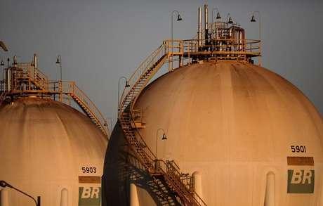 Tanques em unidade da Petrobras