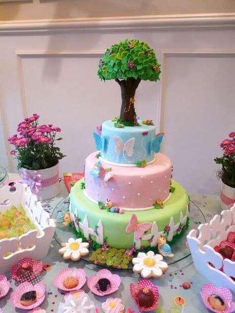 16. As borboletas são praticamente obrigatórias no bolo jardim encantado. Foto de Bebe-a-porter