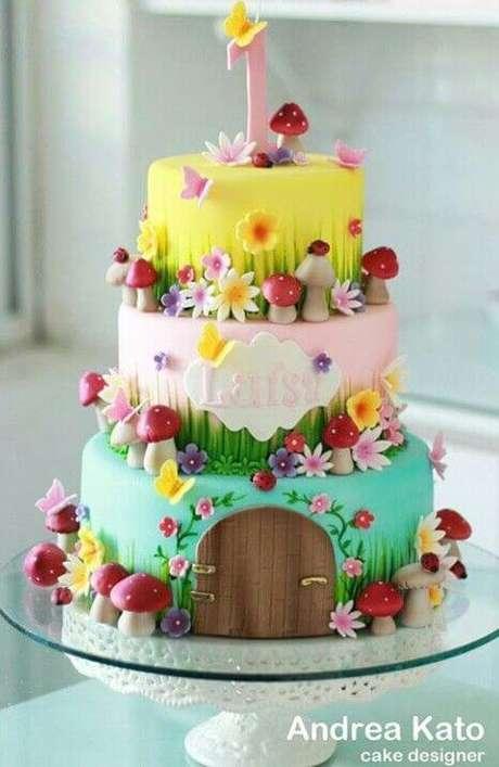 15. Colocar o nome do aniversariante no bolo é também uma ótima ideia. Foto de Andrea Kato