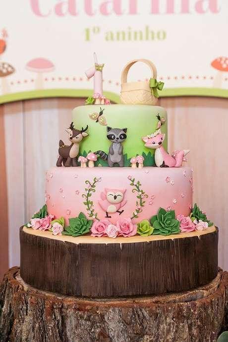 9. Assim como na decoração, o bolo jardim encantado também deve ter a ver com a natureza. Foto de Constance Zahn