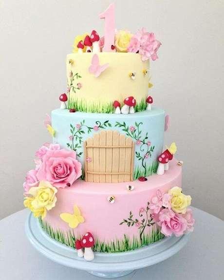 17. As cores pastel combinam muito com a decoração jardim encantado e ficam ótimas no bolo jardim encantado também. Foto de Entre na Festa