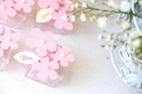33. Caixinha de acrílico com florzinhas para decoração de festa jardim encantado. Foto de Alex Stand