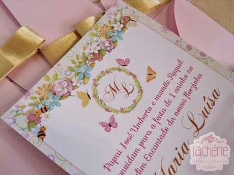 32. Já esse convite jardim encantado com borda florida tem um visual mais infantil. Foto de Tachérie