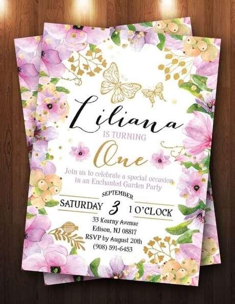 25. Convite jardim encantado com borda florida roxa com dourado. Foto de The Purple Monkey Shop