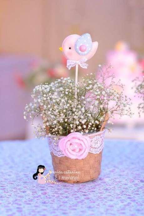 42. Mini vasinhos de flores são ótimas lembrancinhas para festa jardim encantado. Foto de Erica Catarina